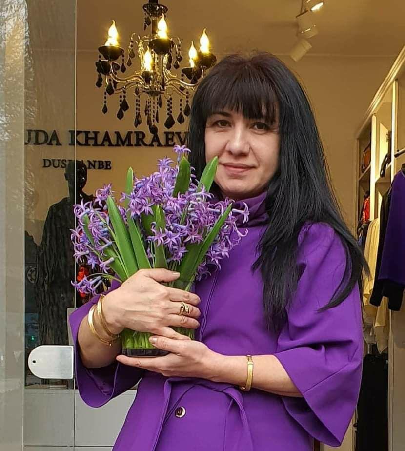 Модельер Мавлюда Хамраева о детстве, карьере и современной моде в Таджикистане
